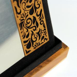 Placa de homenagem em estojo de madeira